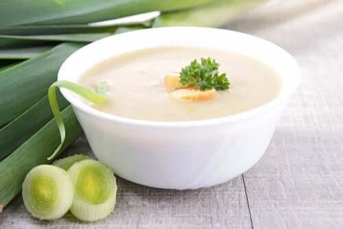 버섯, 리크, 생강을 넣어 만드는 야채 크림 수프