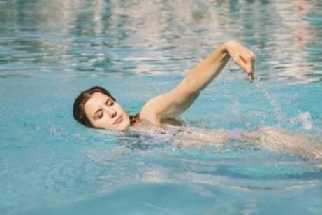 수영의 놀라운 심리적 이점 5가지