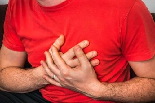 기침할 때 동반되는 가슴 통증의 원인