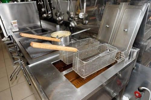 튀김기 청소를 간단하게 하는 4가지 팁