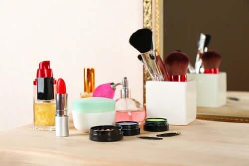 피부를 해칠 수 있는 화장품의 유해 성분 5가지