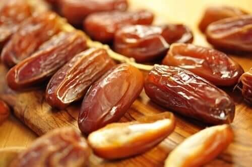다이어트에 도움이 되는 말린 과일과 견과류