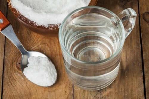 목 청소에 효과적인 베이킹소다 물 가글