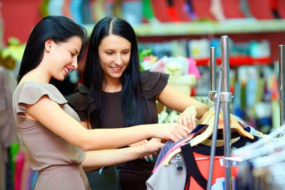 옷의 질을 확인하는 데 도움이 되는 9가지 팁
