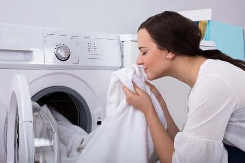 옷에 베인 곰팡이 냄새를 없애는 방법