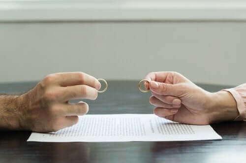 이혼의 충격을 극복하는 7가지 팁