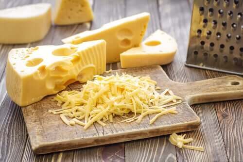 치즈 자르기