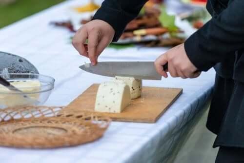 치즈를 자르는 방법