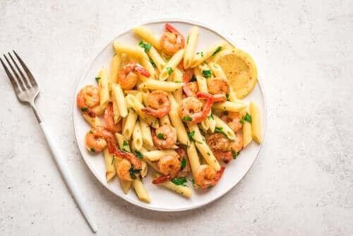 근사한 저녁 식사 메뉴: 레몬 새우 파스타