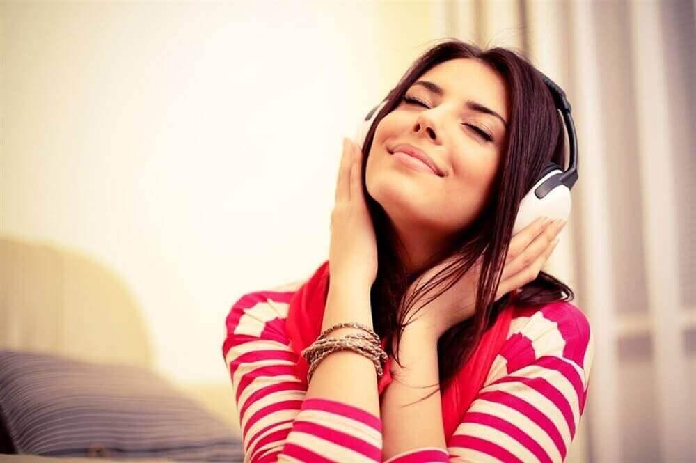 5. 편안한 음악을 듣자