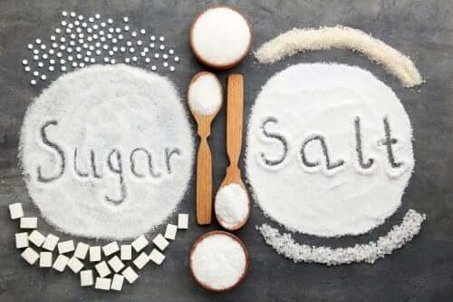 설탕 VS 소금: 과다 섭취하면 어느 쪽이 더 나쁠까?