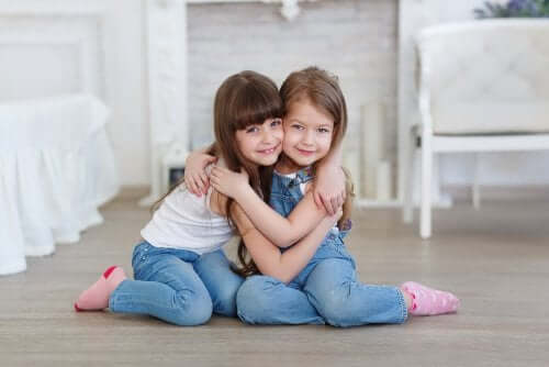 자녀에게 진정한 친구는 어떤 친구인지 알려 주는 방법
