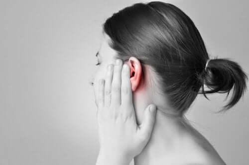 귀 감염의 고통과 부작용