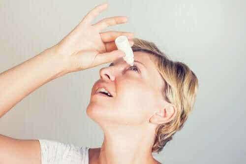 브리모니딘 점안액의 사용과 부작용