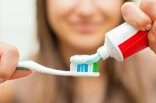교정 치료 중 치아 위생을 유지하는 비결 7가지