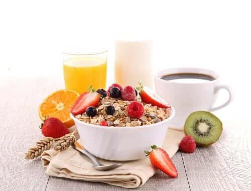 건강한 아침식사를 하기 위해 챙겨 먹어야 할 음식