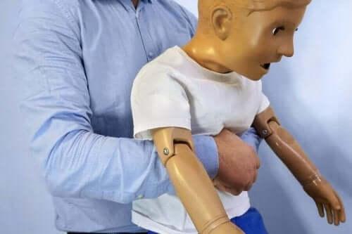 어린이 질식 사고가 일어났을 때 해야할 일