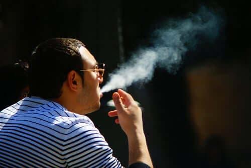 담배가 피부에 어떻게 영향을 미치는가