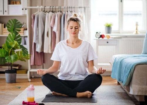 코로나 격리 중 정신 건강을 관리하는 팁 10가지