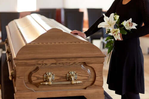 코로나 격리 기간에 죽음을 애도하는 방법