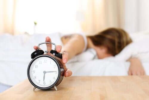 잠에서 깼을 때 피곤한 이유