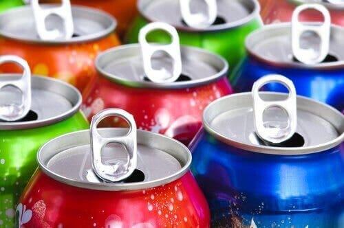 단 음료와 탄산음료를 마시는 건 우리 몸에 해롭다