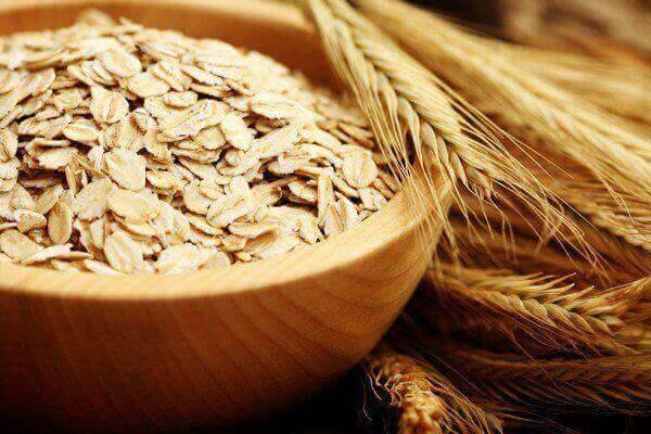 자연적인 방법으로 불안을 완화하는 식품 9가지
