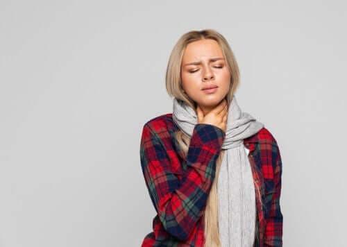 후두염 증상을 완화하는 자연 요법 4가지