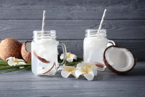 코코넛 워터를 마시자