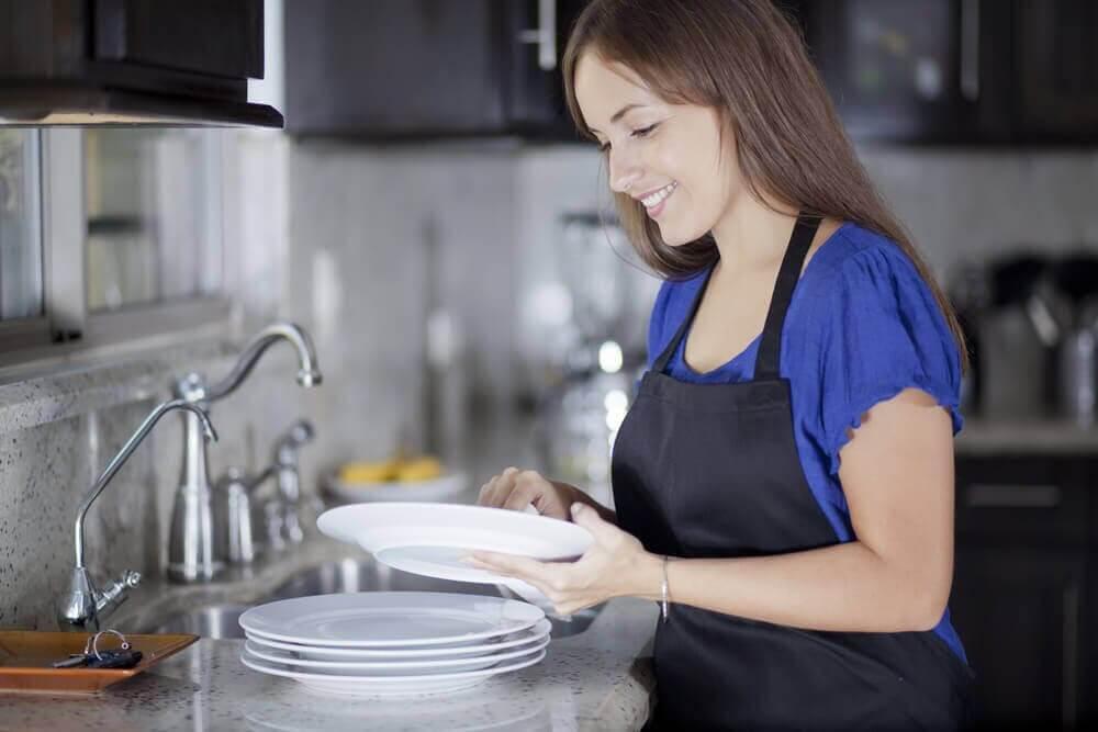 설거지를 할 때 저지르는 가장 흔한 실수 8가지