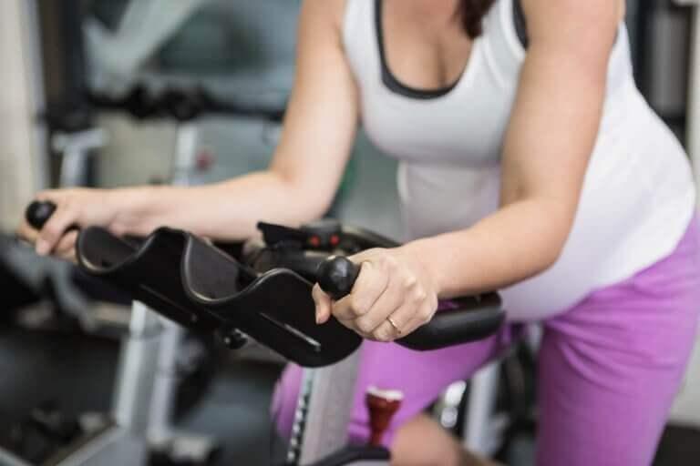 가스를 줄이기 위한 5가지 효과적인 운동