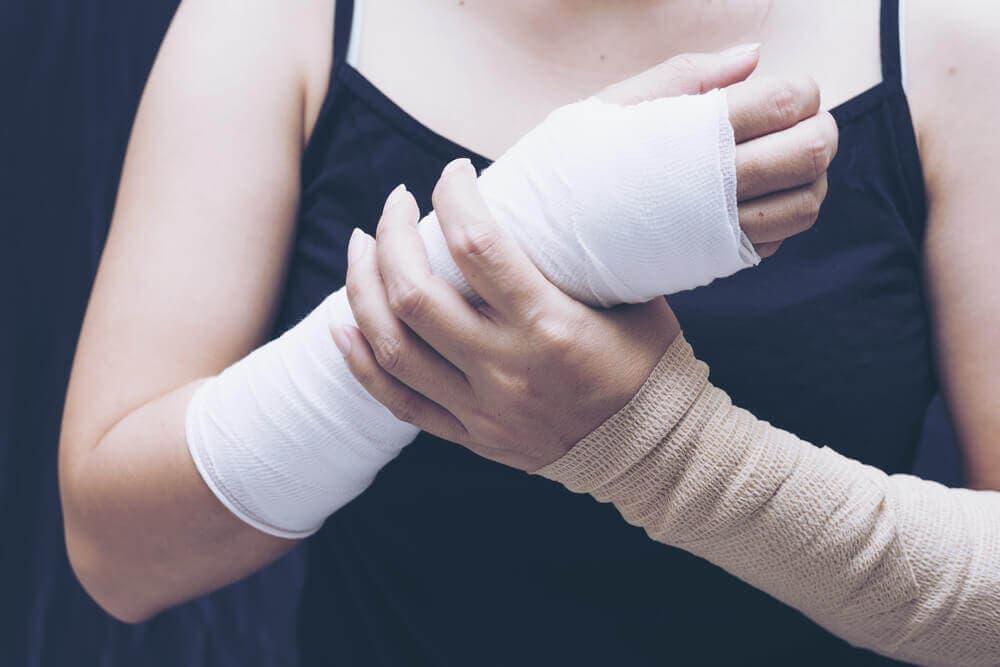 견갑골 통증의 8가지 이유와 치료 방법