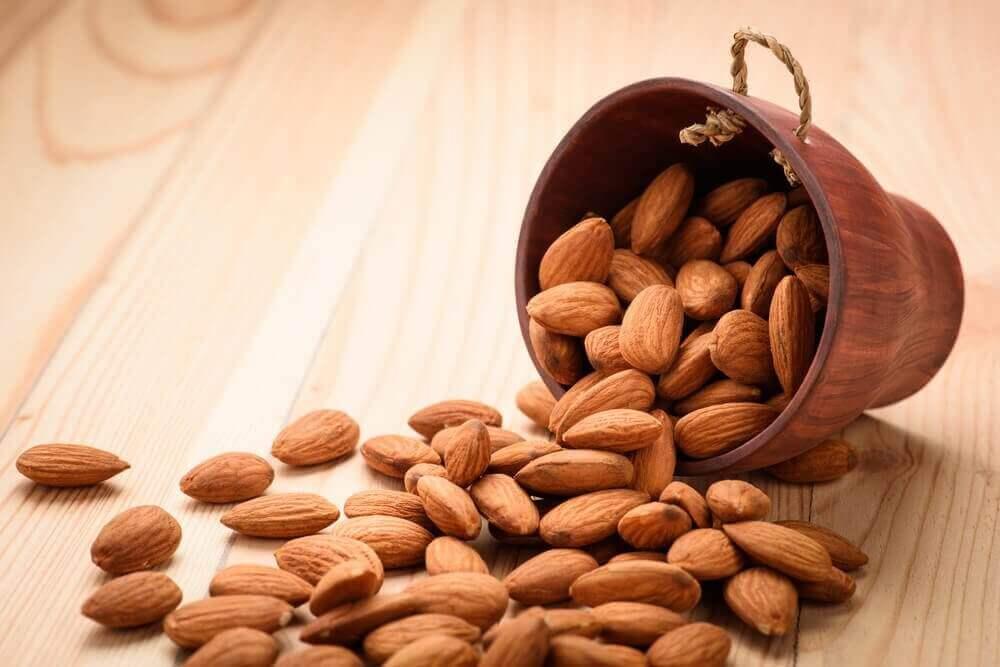 견과류: 식단에 포함해야 할 건강한 음식