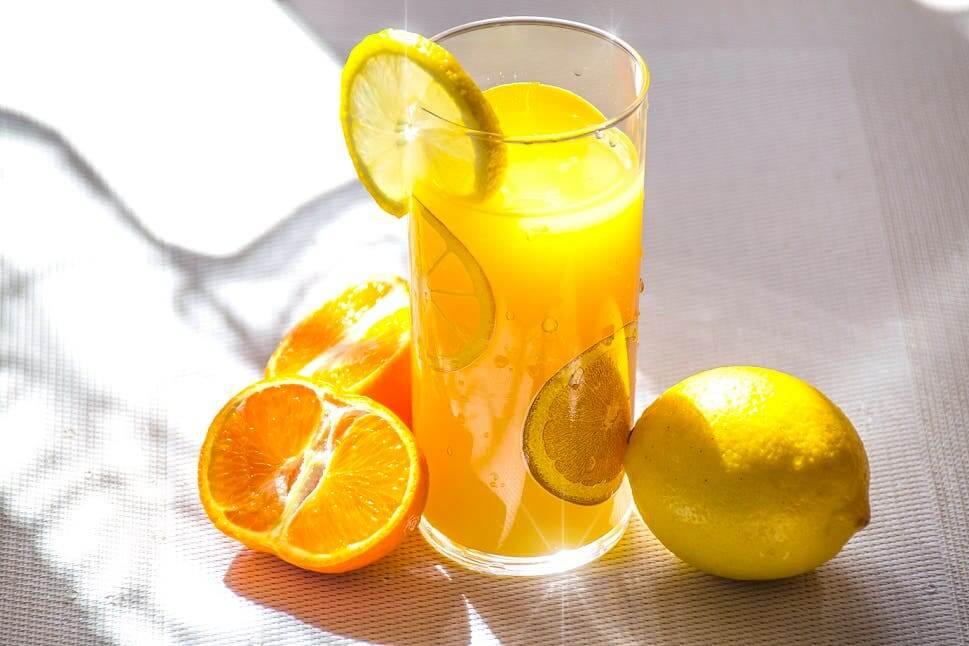 레몬주스가 우리 몸에 주는 놀라운 이점 5가지