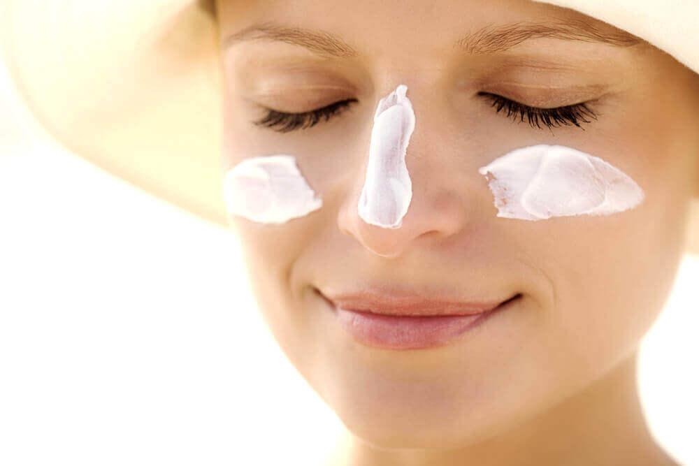 7. 지성 피부를 위한 자외선 차단제를 사용하자