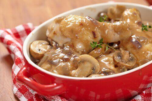 감자를 넣은 버섯 소스 레시피