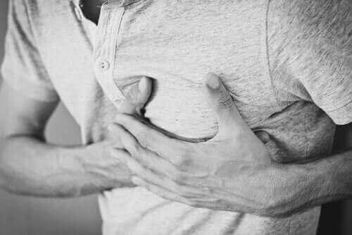 만성 딸꾹질의 원인 및 치료