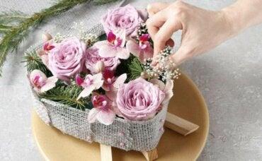 장식 재료로 꽃을 만드는 5가지 방법