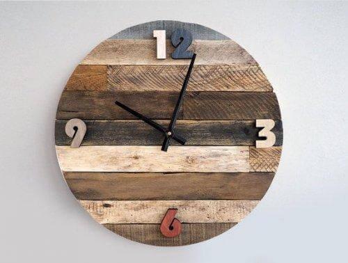 3. 나무로 만든 시계