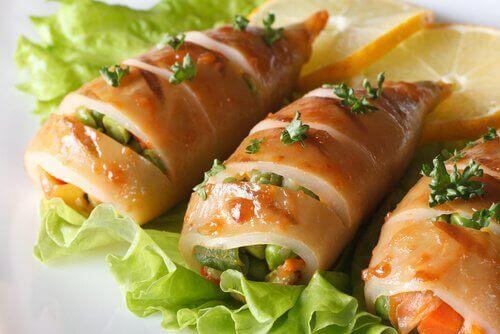 맛있는 오징어 스튜 레시피 - 속을 채운 즙이 풍부한 오징어