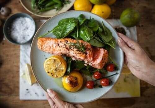 체중 감량과 당뇨병 예방을 위한 이른 저녁 식사