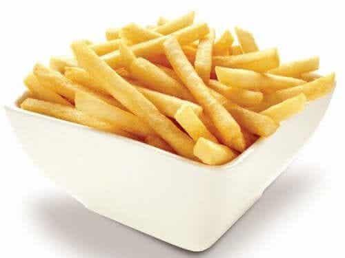 감자튀김을 바삭하게 만드는 방법