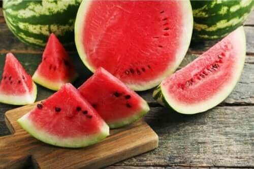 여름철에 섭취할 수 있는 3가지 과일