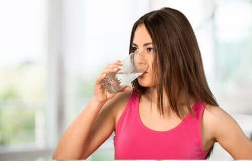 3. 만성 변비 치료를 위해 물을 더 많이 마시자