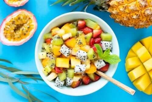 맛있는 야생 허브 과일 샐러드 레시피 6가지