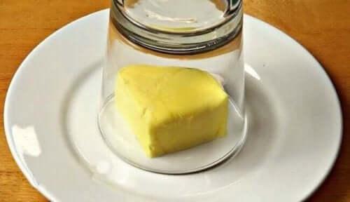 풍미를 더해 주는 맛있는 마늘 버터 레시피