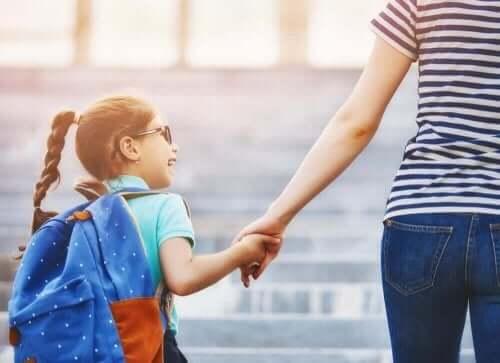 아이가 새로운 학교에 적응하도록 돕는 방법