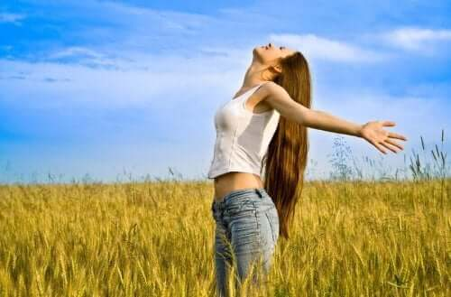 여성들이 자기애를 향상시키는 데 필요한 4가지 습관