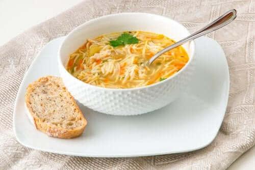 4. 채소 누들 수프
