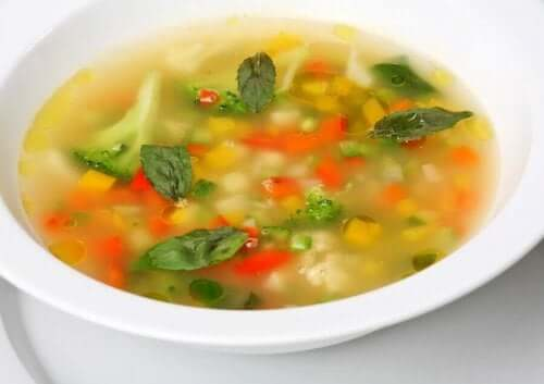 온 가족을 위한 채소 수프 4가지